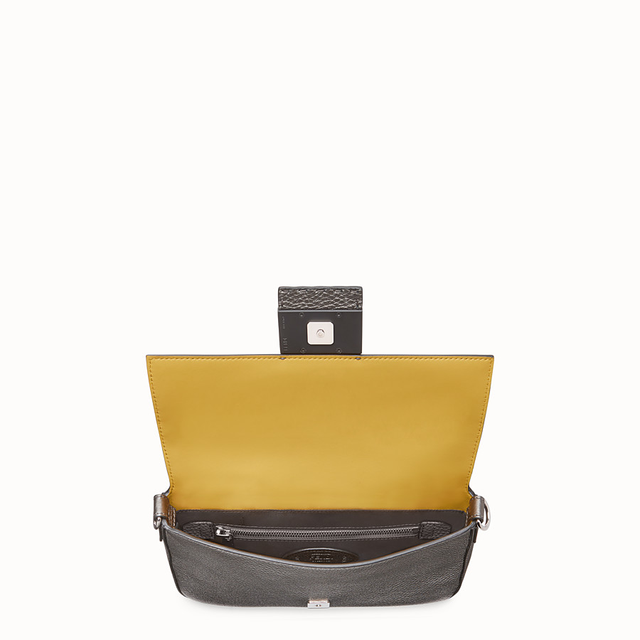 FENDI BAGUETTE - Gray leather bag - view 5 detail