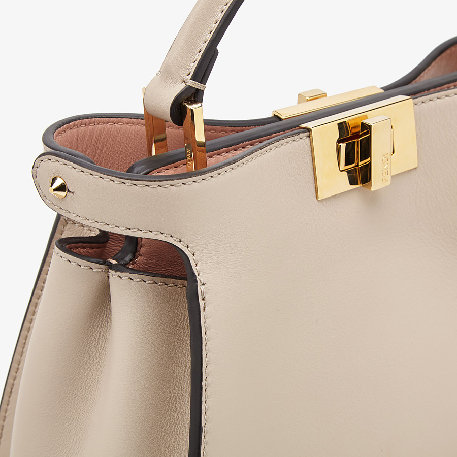 FENDI PEEKABOO ICONIC ESSENTIALLY - Tasche aus Leder in Beige - view 5 detail