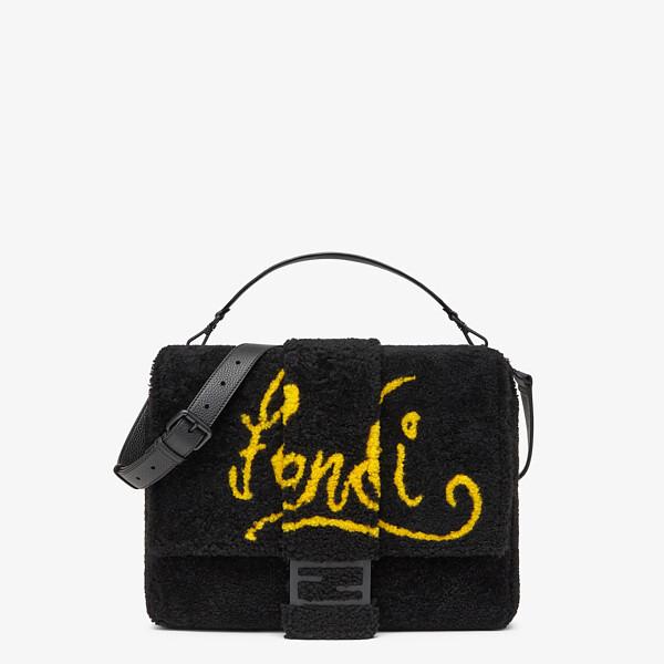 Tasche aus Shearling in Schwarz mit Intarsie