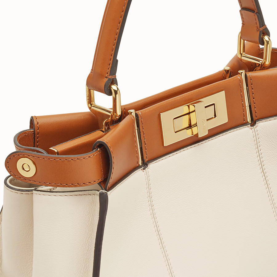 FENDI PEEKABOO ICONIC MEDIUM - Tasche aus Leder in Weiß - view 7 detail