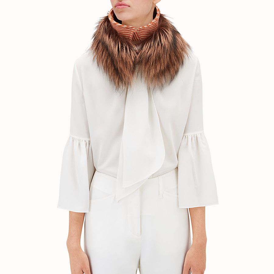 FENDI TOUCH OF FUR COLLAR - Collar in two-tone fox fur - view 2 detail