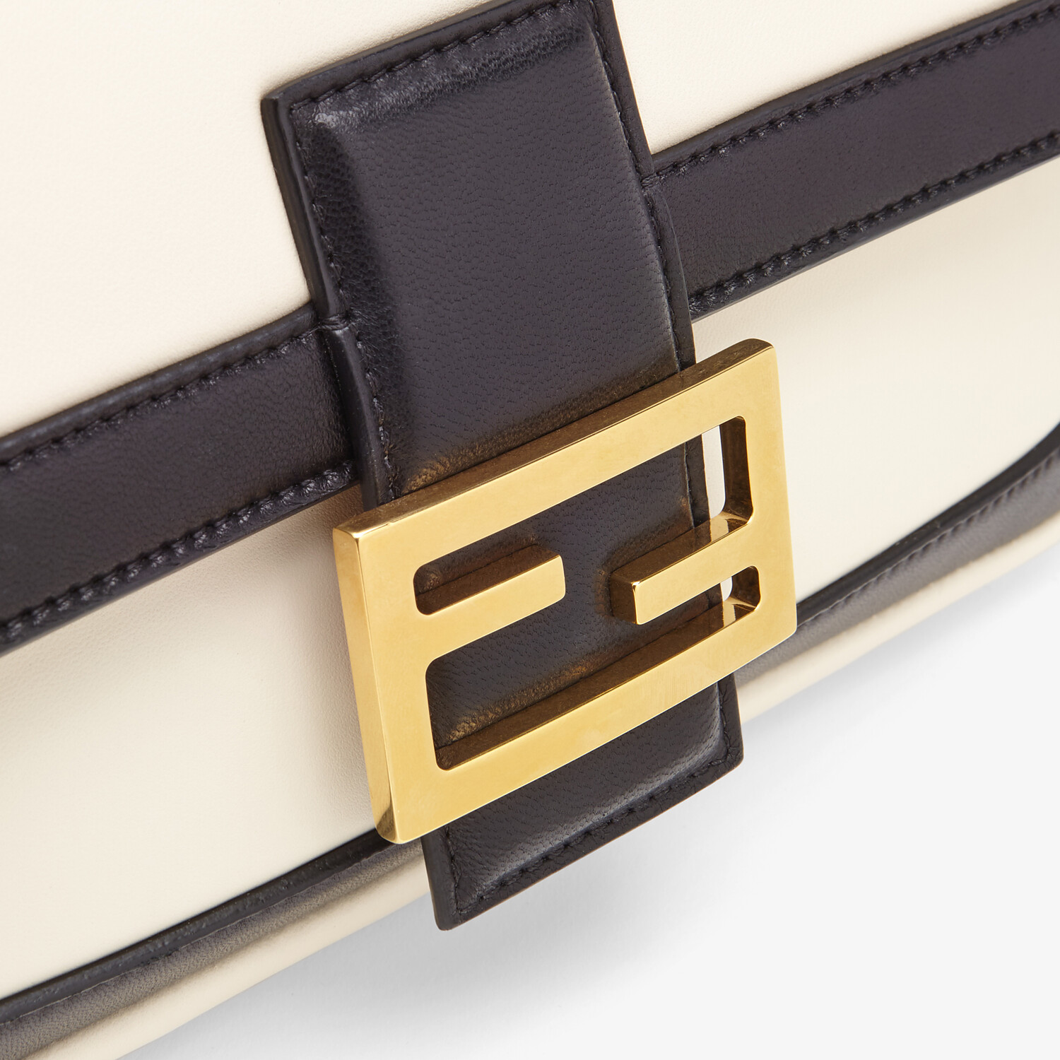 FENDI BAGUETTE CHAIN - Black and white nappa leather bag - view 6 detail