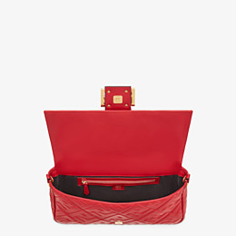 FENDI BAGUETTE LARGE - Tasche aus Leder in Rot - view 5 thumbnail