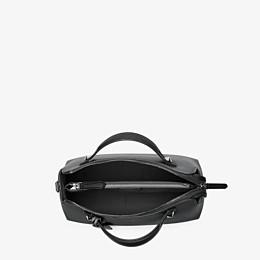 FENDI BY THE WAY MEDIUM - kleine Handtasche aus schwarzem Leder - view 4 thumbnail