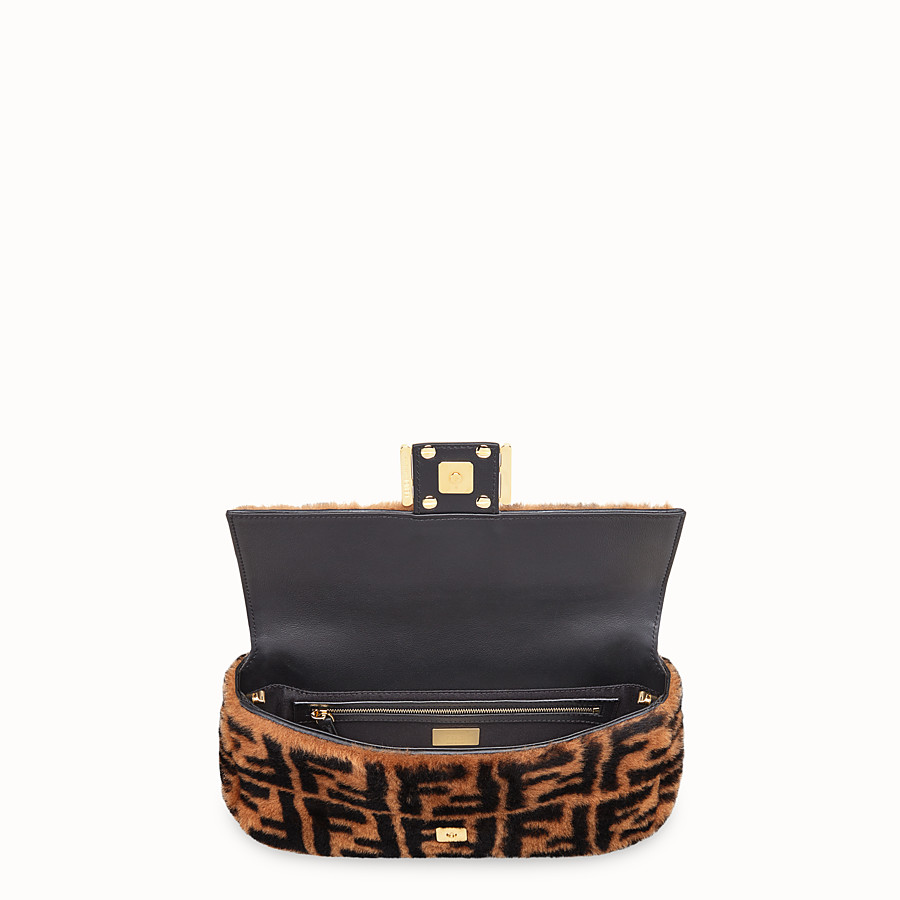 FENDI BAGUETTE - Brown sheepskin bag - view 4 detail