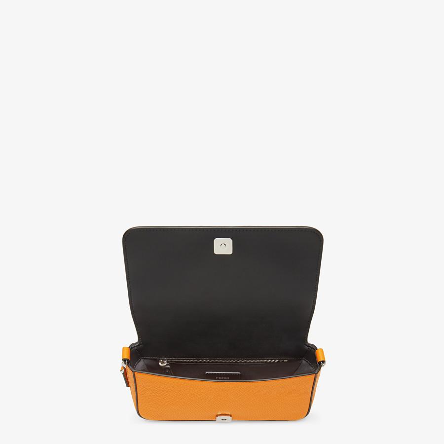 FENDI TASCHE MIT UMSCHLAG - Tasche aus Leder in Orange - view 5 detail