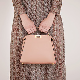 FENDI PEEKABOO ICONIC ESSENTIALLY - Tasche aus Leder in Rosa - view 2 thumbnail