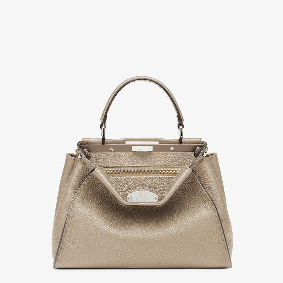 FENDI PEEKABOO ICONIC MEDIUM - Tasche aus Cuoio Romano in Beige - view 1 detail