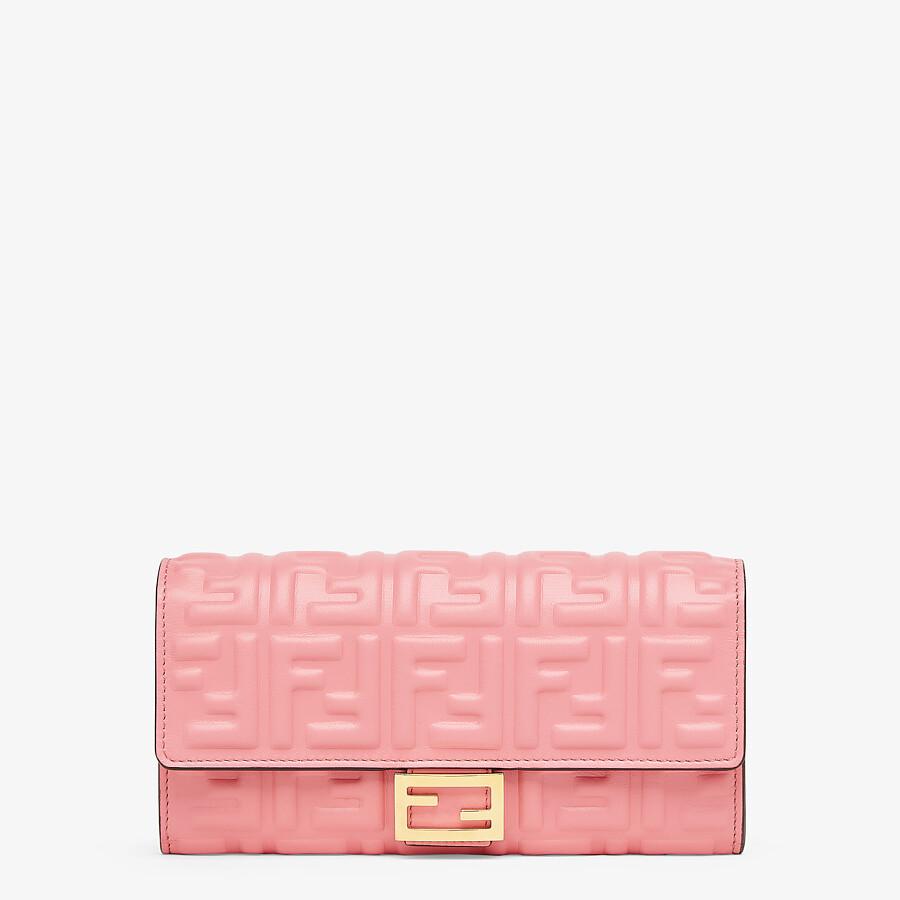 クリスマスプレゼントにおすすめなお財布はフェンディのピンクナッパレザーです