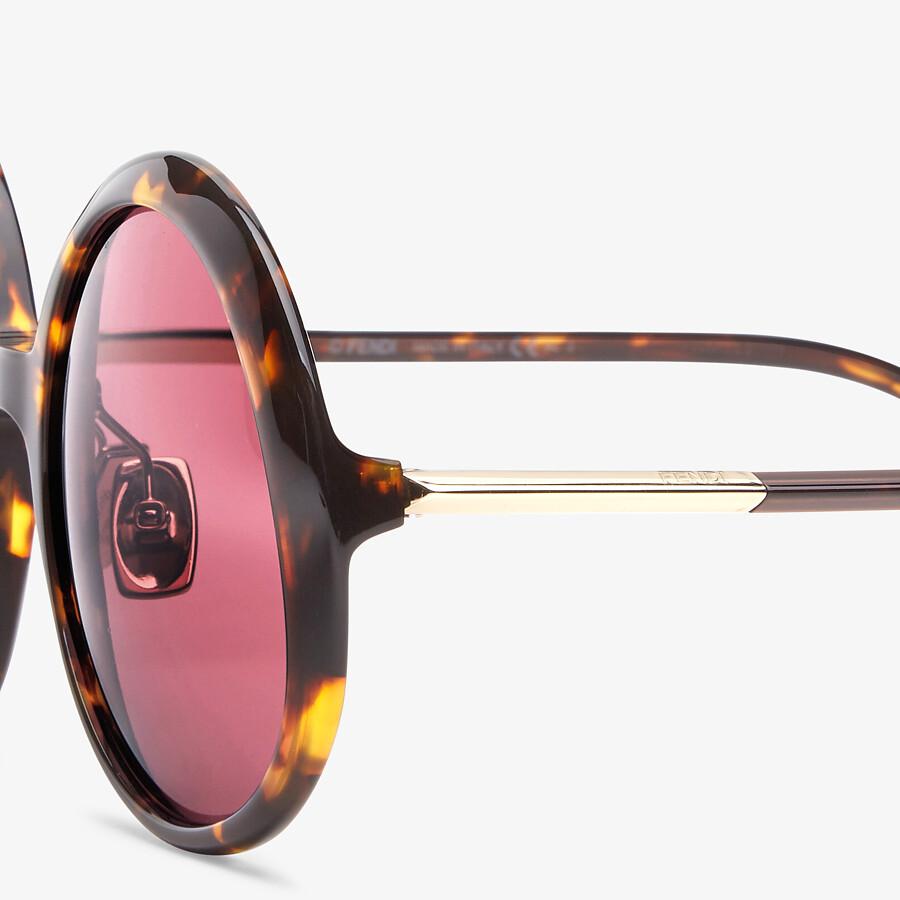 FENDI PROMENEYE - Brown sunglasses - view 3 detail