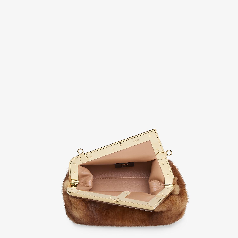 FENDI FENDI FIRST SMALL - Tasche aus Nerz in Braun - view 4 detail