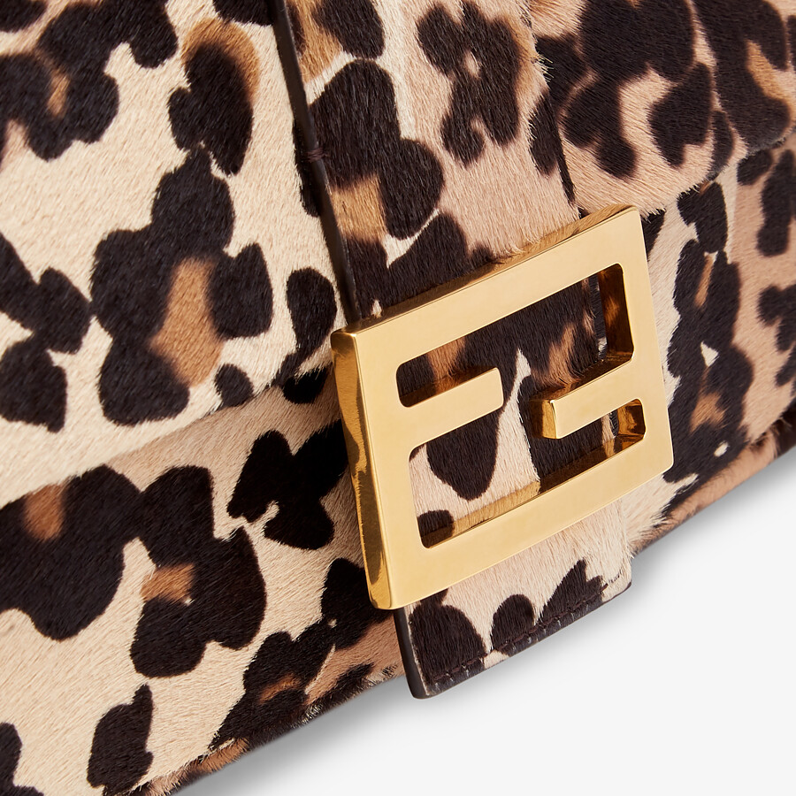 FENDI BAGUETTE - Short-haired beige leather bag - view 6 detail