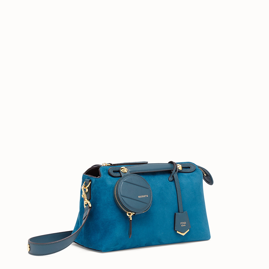 FENDI BY THE WAY MEDIUM - Boston Bag aus Veloursleder in Blau - view 2 detail