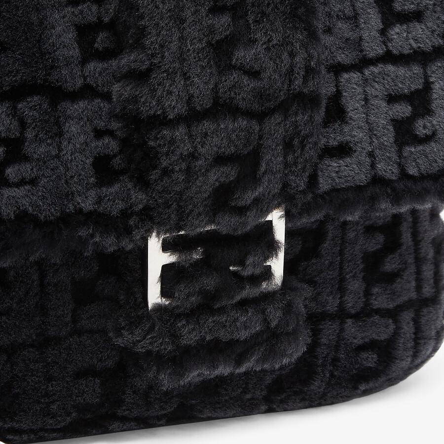 FENDI BAGUETTE MESSENGER BAG MEDIUM - Black and gray shearling bag - view 5 detail