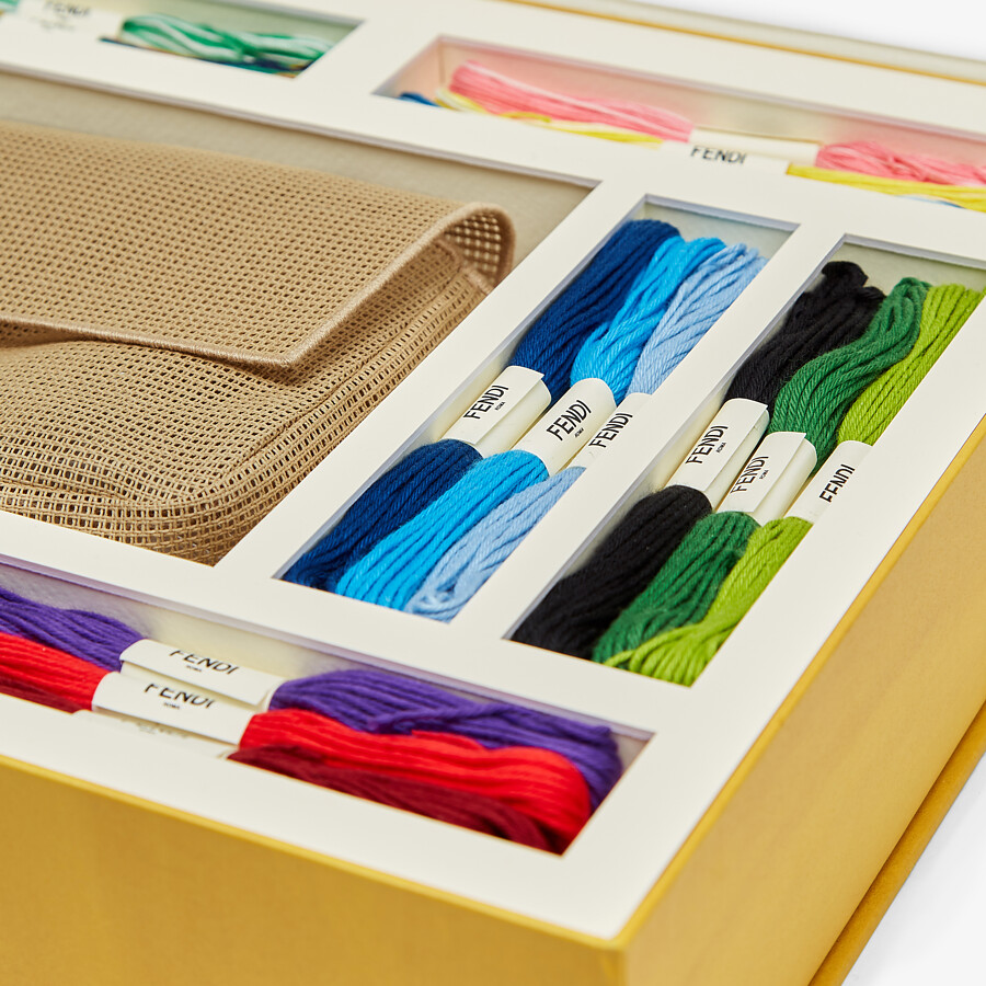 FENDI BAGUETTE - Bag with embroidery kit for adding a personal touch - view 3 detail
