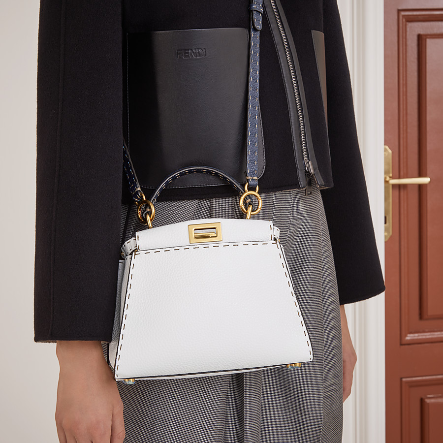 FENDI PEEKABOO ICONIC MINI - Tasche aus Leder in Weiß - view 2 detail