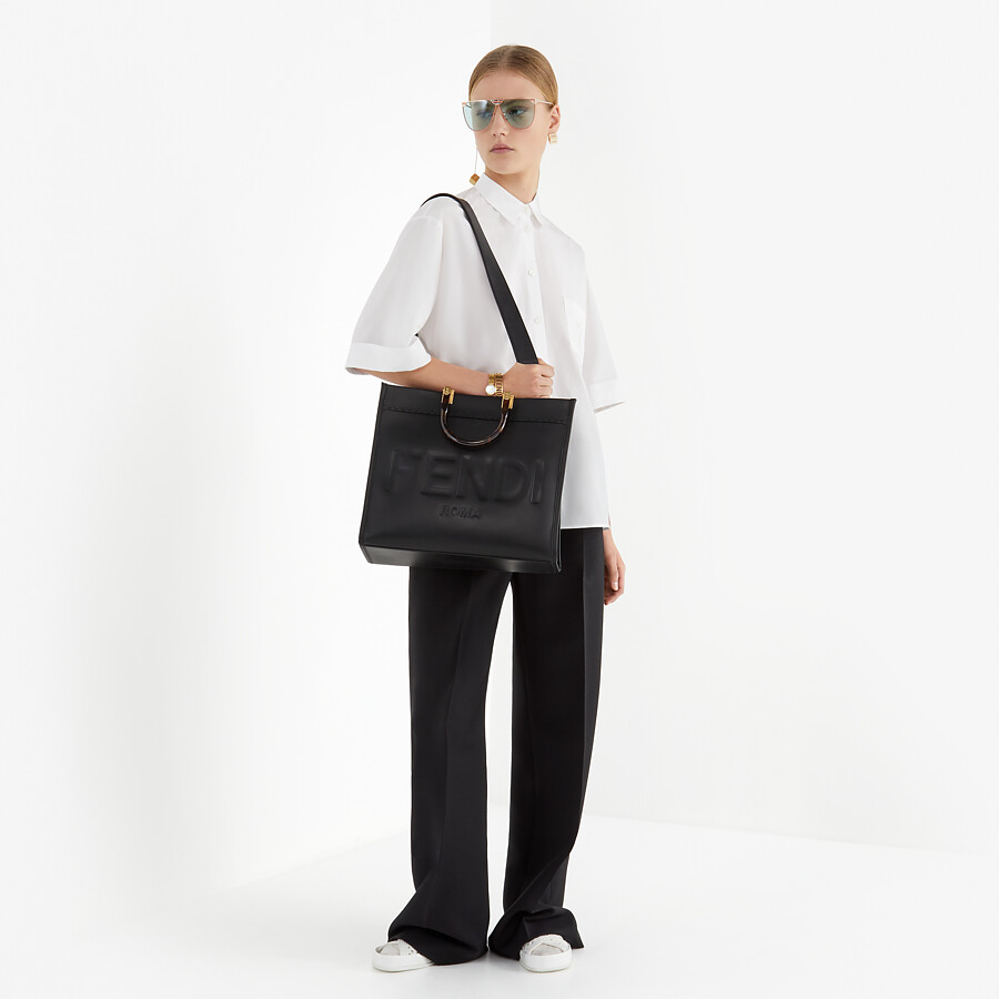 FENDI FENDI SUNSHINE MEDIUM - Shopper aus Leder in Schwarz - view 2 detail