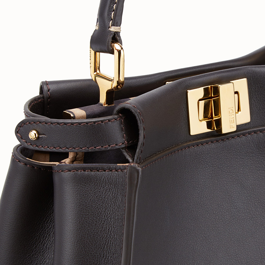 FENDI PEEKABOO ICONIC MINI - Borsa in pelle marrone - vista 6 dettaglio