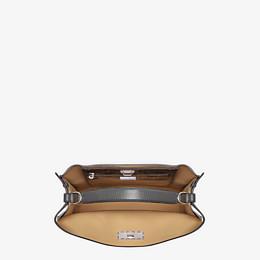 FENDI PEEKABOO X-LITE FIT - Tasche aus Leder in Grau - view 5 thumbnail