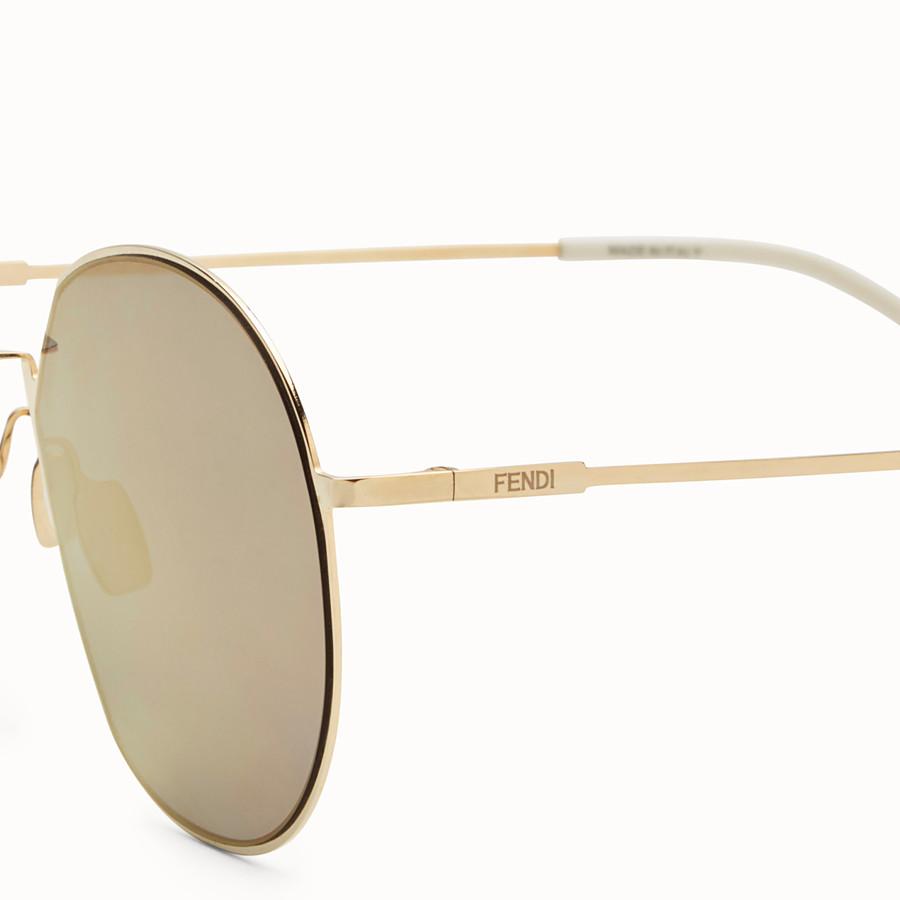 FENDI 아이라인 - 골드 컬러의 선글라스 - view 3 detail