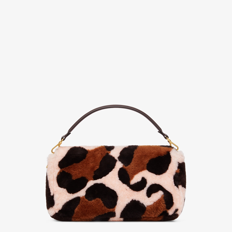 FENDI LARGE BAGUETTE - Bag in pink inlaid sheepskin - view 3 detail