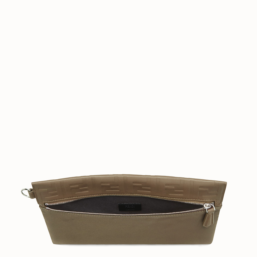 FENDI POUCH - Pochette in nylon marrone - vista 3 dettaglio