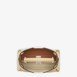 FENDI PEEKABOO ICONIC ESSENTIALLY - Tasche aus Leder in Beige - view 5 thumbnail