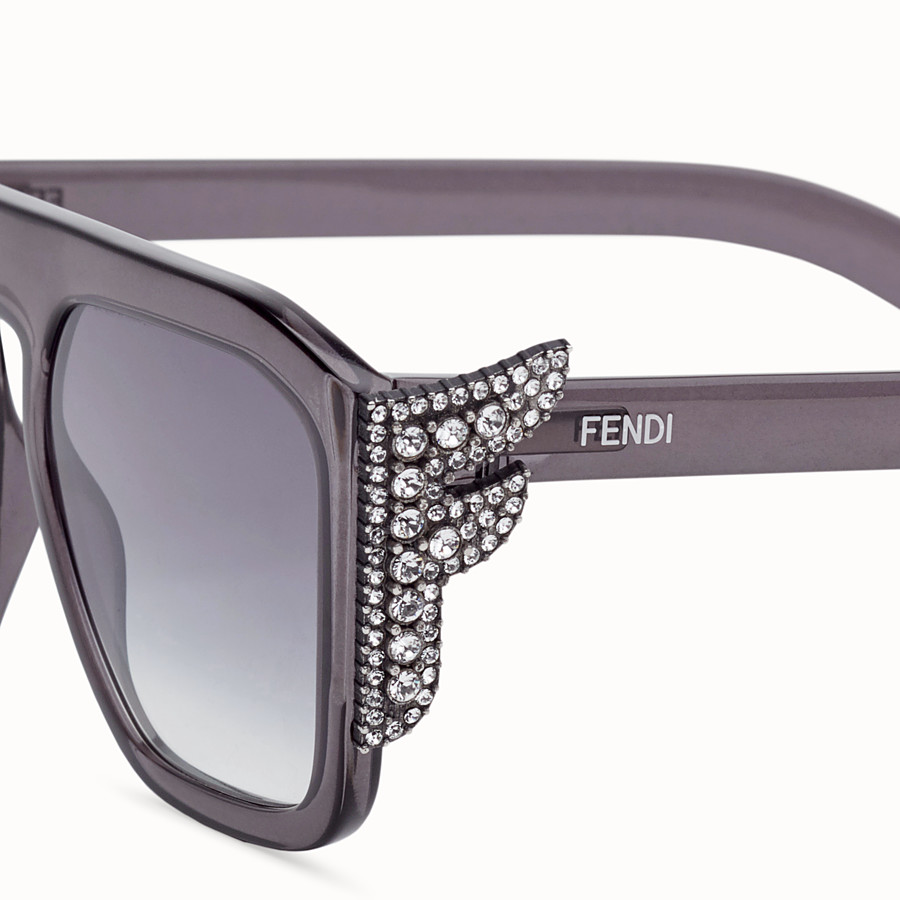 FENDI FFREEDOM - Sonnenbrille in Grau - view 3 detail