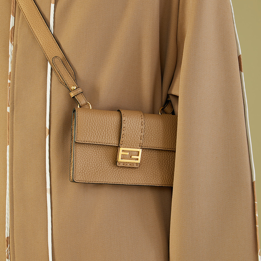 FENDI BAGUETTE POUCH - Beige leather bag - view 5 detail