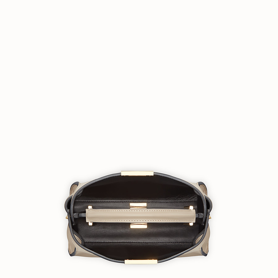 FENDI PEEKABOO ICONIC ESSENTIALLY - Tasche aus Leder in Beige - view 4 detail