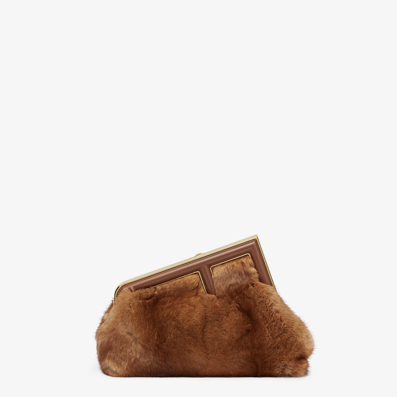 FENDI FENDI FIRST SMALL - Tasche aus Nerz in Braun - view 1 detail