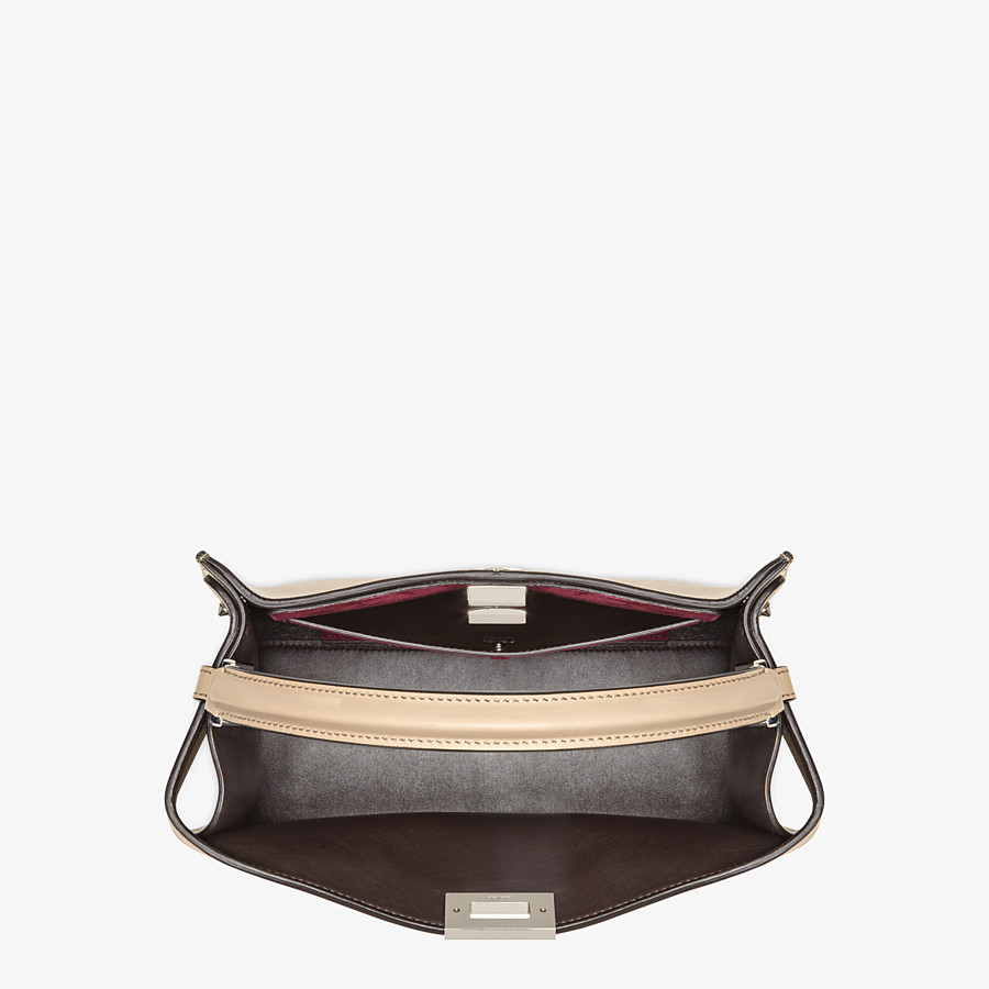 FENDI PEEKABOO X-LITE MEDIUM - Tasche aus Leder in Beige - view 6 detail