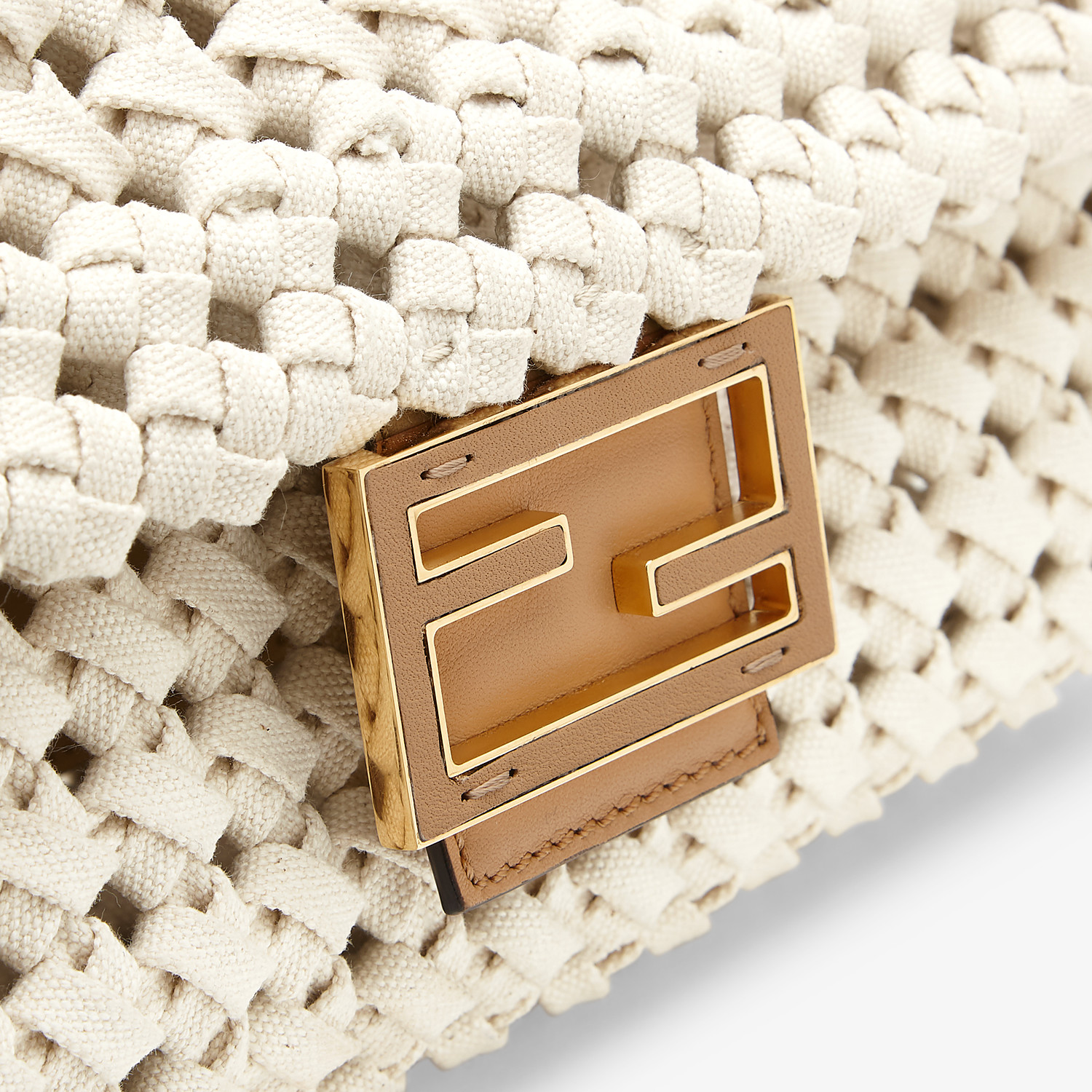 FENDI BAGUETTE - Tasche aus geflochtenem Canvas in Beige - view 6 detail