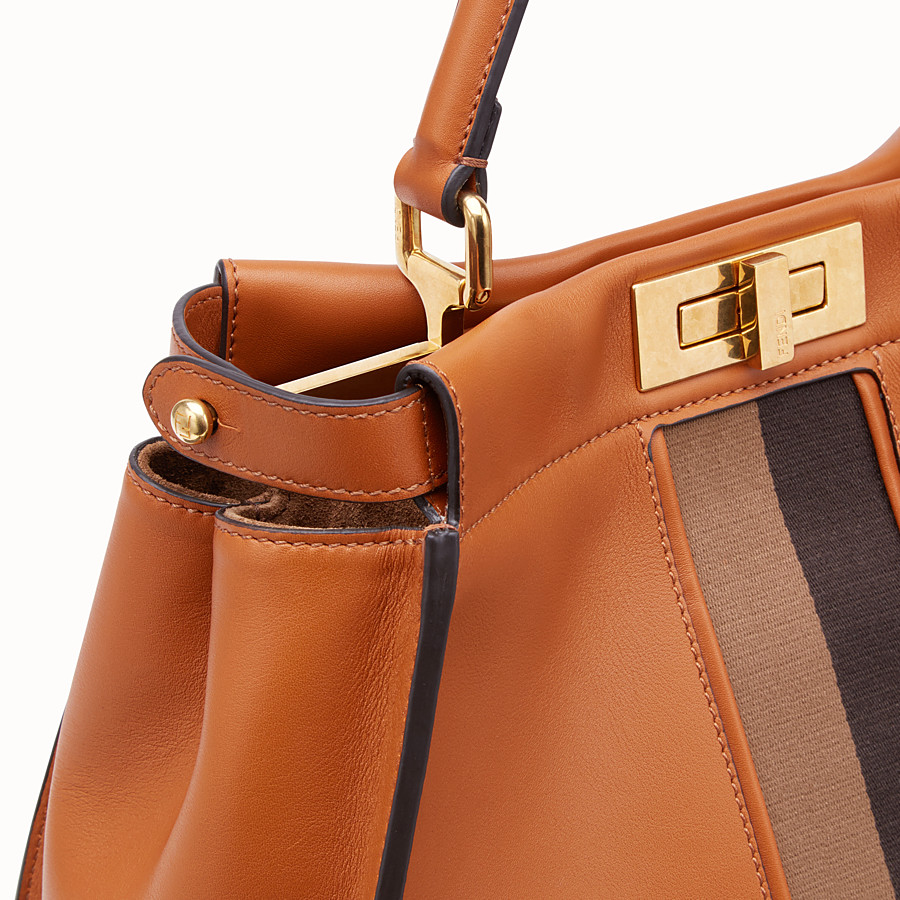 FENDI PEEKABOO ICONIC MEDIUM - Borsa in pelle marrone - vista 5 dettaglio