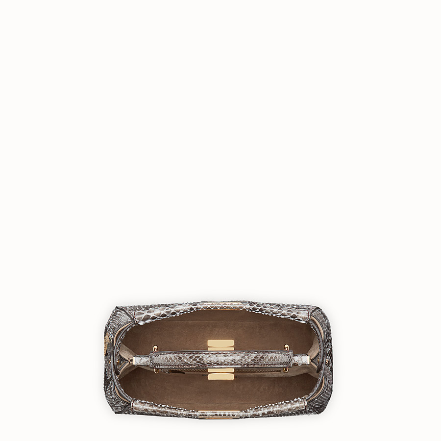 FENDI PEEKABOO ICONIC MINI - Tasche aus Pythonleder in Grau - view 4 detail