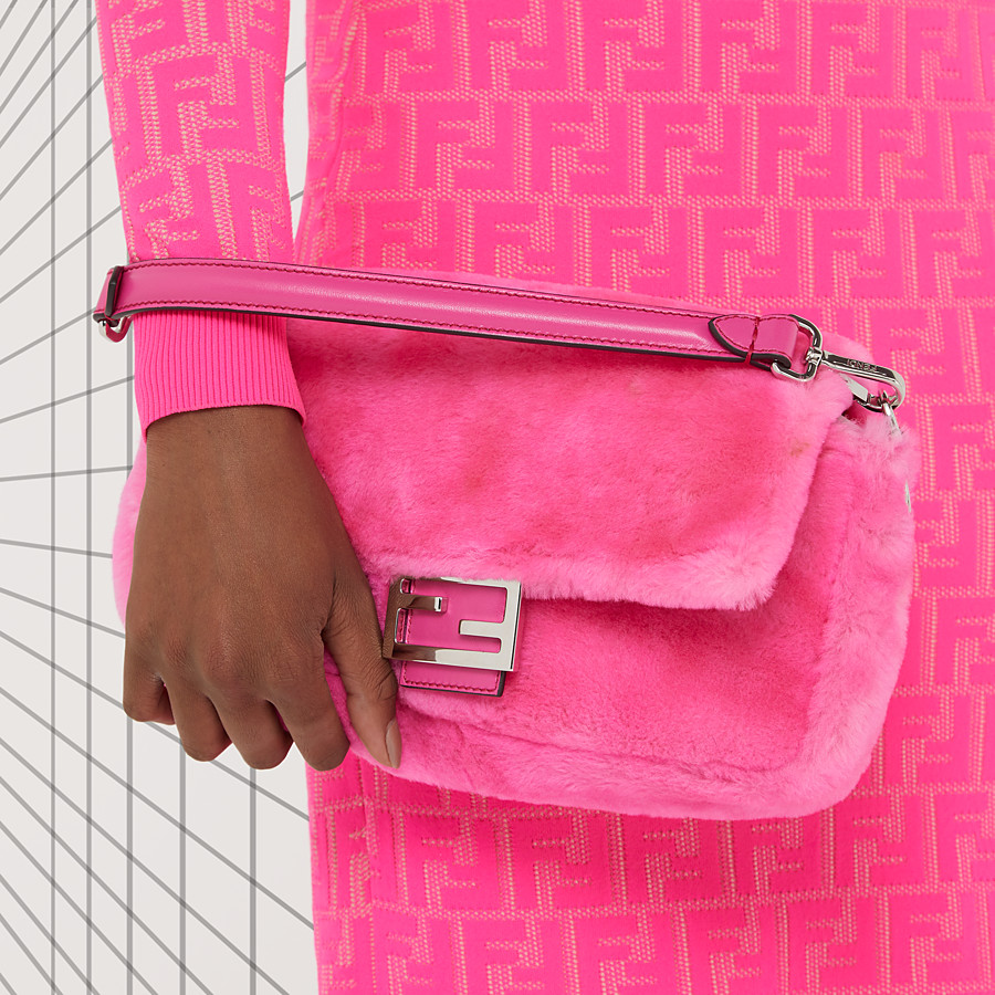 FENDI BAGUETTE - Fendi Prints On sheepskin bag - view 2 detail