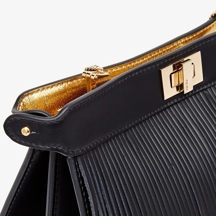 FENDI PEEKABOO ISEEU POCHETTE - Tasche aus Leder in Schwarz mit Fransen - view 6 detail