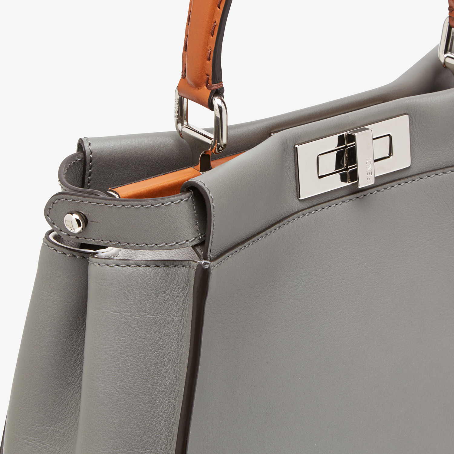 FENDI PEEKABOO ICONIC MEDIUM - Tasche aus Leder in Grau - view 6 detail
