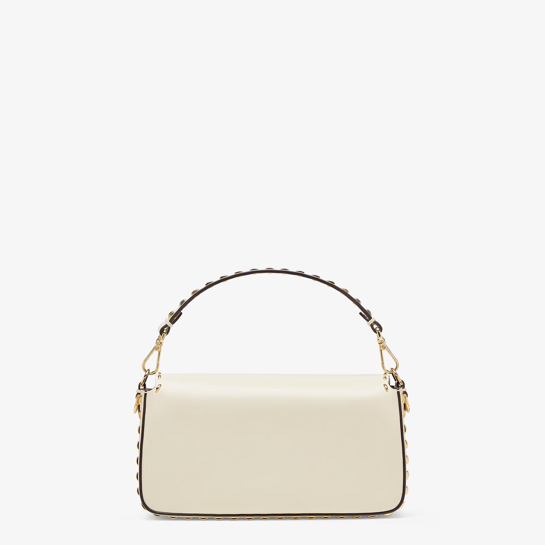 FENDI BAGUETTE - Tasche aus Leder in Weiß - view 4 detail