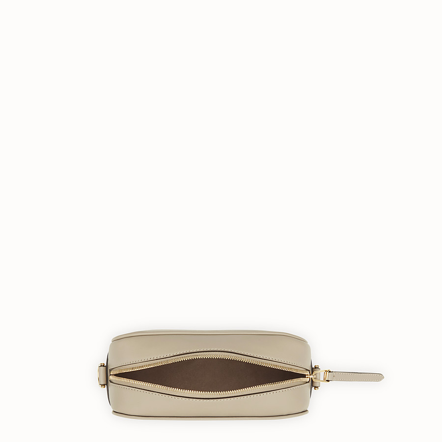 FENDI CAMERA CASE - Sac en cuir gris - view 4 detail