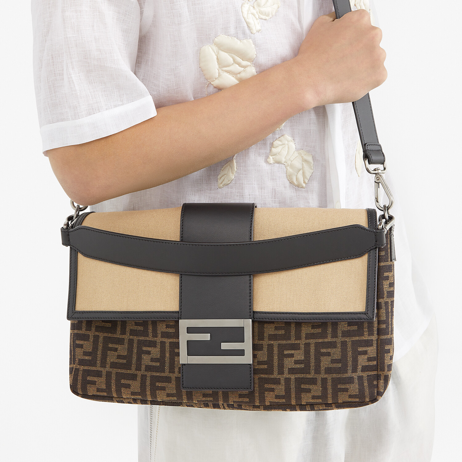 FENDI BAGUETTE LARGE - Brown fabric bag - view 7 detail