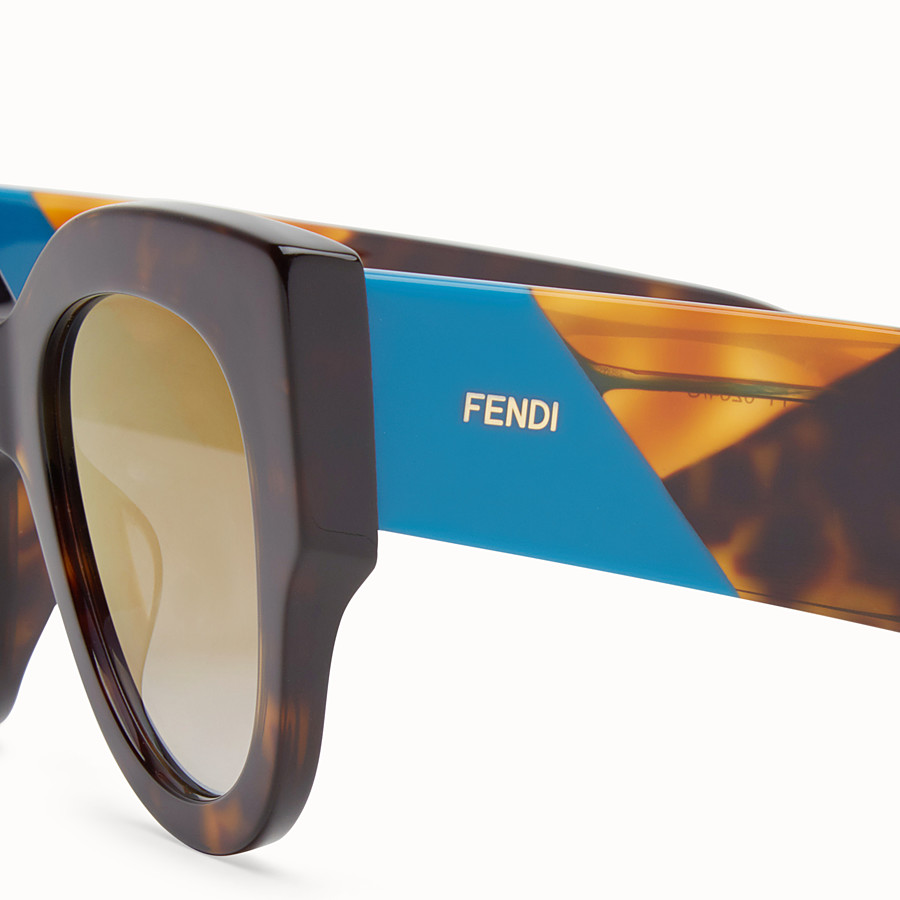 FENDI 펜디 패싯 - 하바나 브라운 컬러의 선글라스 - view 3 detail