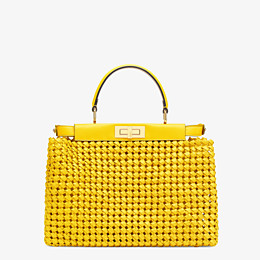 FENDI PEEKABOO ICONIC MEDIUM - Tasche aus Interlace Leder in Gelb - view 4 thumbnail