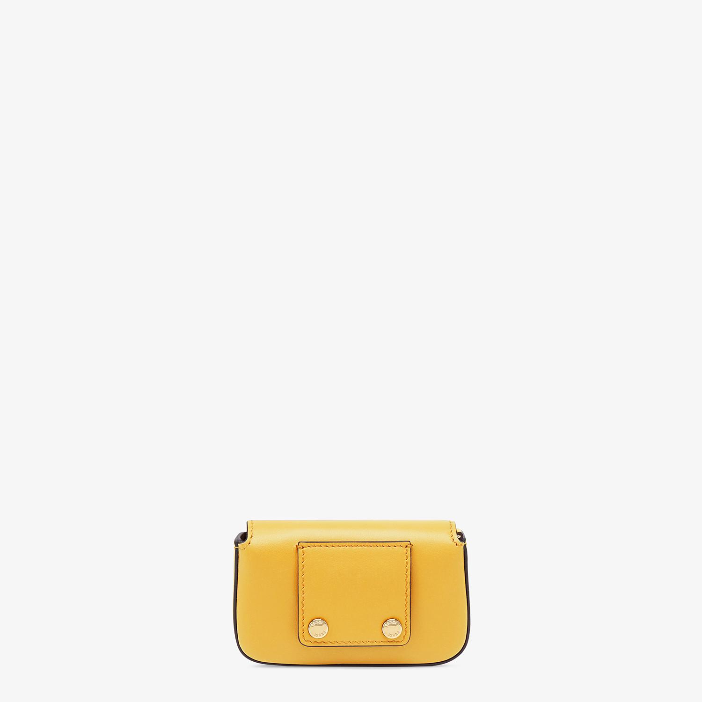 FENDI NANO BAGUETTE CHARM - Charm in pelle gialla - vista 4 dettaglio