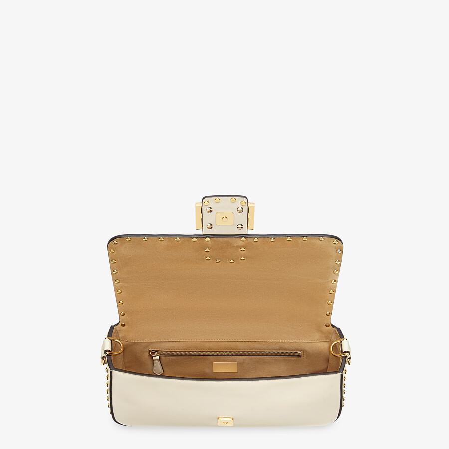 FENDI BAGUETTE - Tasche aus Leder in Weiß - view 5 detail