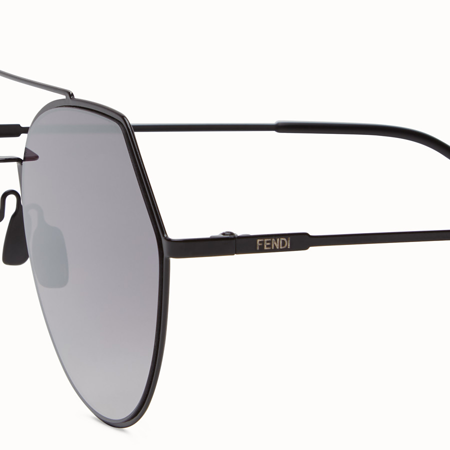 FENDI EYELINE - Black sunglasses. - view 3 detail