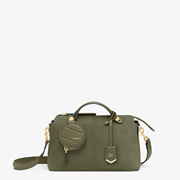 FENDI BY THE WAY MEDIUM - Boston Bag aus Wildleder in Grün - view 1 thumbnail